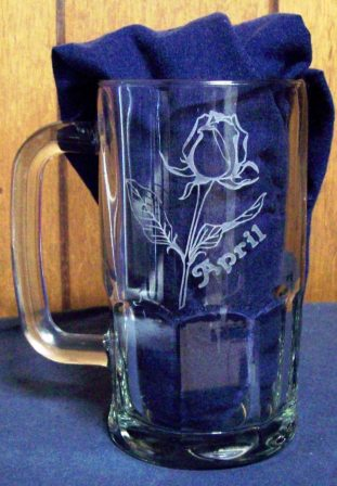 Selling another etched glass beer mug based on the previous one.