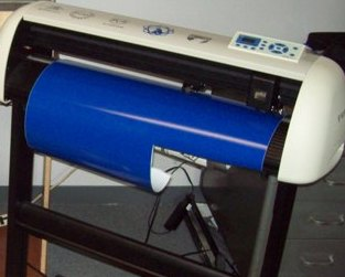 Vinyl cutter used and recommended by me.