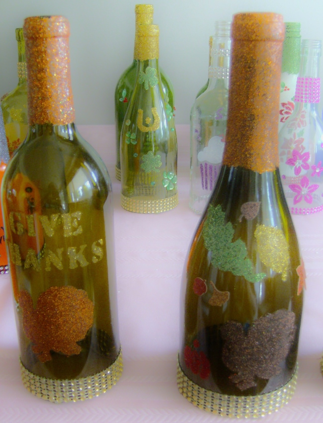decorated glass bottles. etched and glittered DIY decorated bottles  Decorating Glass Bottles with Glitter Decoupage etc