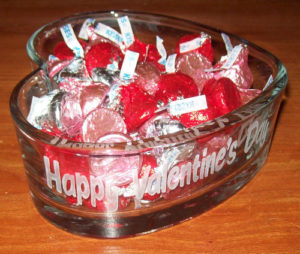 Valentine's Day Gift Ideas DIY: Etched Glass Heart Jar with Hershey Kisses Chocolate